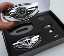 "Genesis Coupe Wing Emblem Set ""The Art Of Speed"" 2010 - 2012"